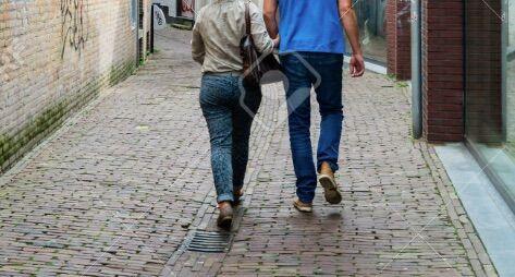"""Ancona, """"vuoi fare una passeggiata?"""": 15enne trascinata nel vicolo e costretta a fare sesso orale"""