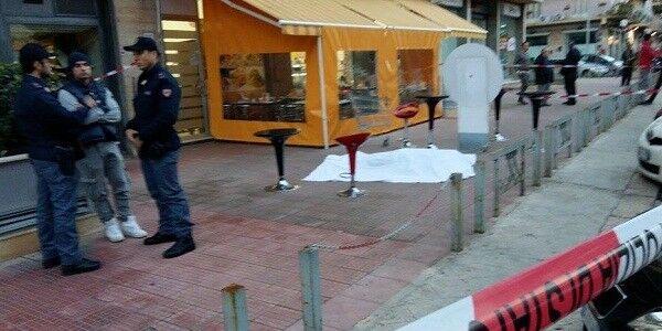 Giallo in Campania, donna precipita dal terzo piano e muore: urla di panico in centro