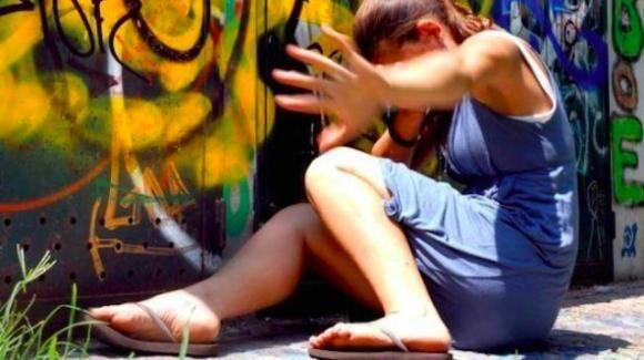 """""""Vieni a vedere i gattini"""", in due violentano una ragazzina: choc in Campania"""