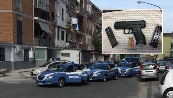 Blitz della polizia al Rione Traiano, arrestato boss: era armato