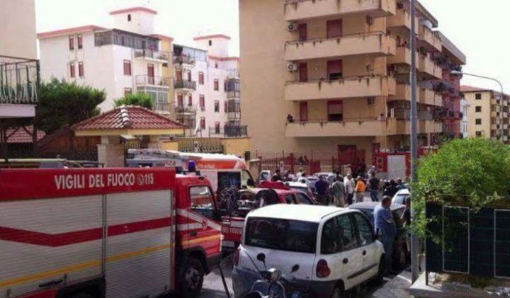 Dramma in Campania, si scatta un selfie e cade dal tetto di un edificio: grave 12enne