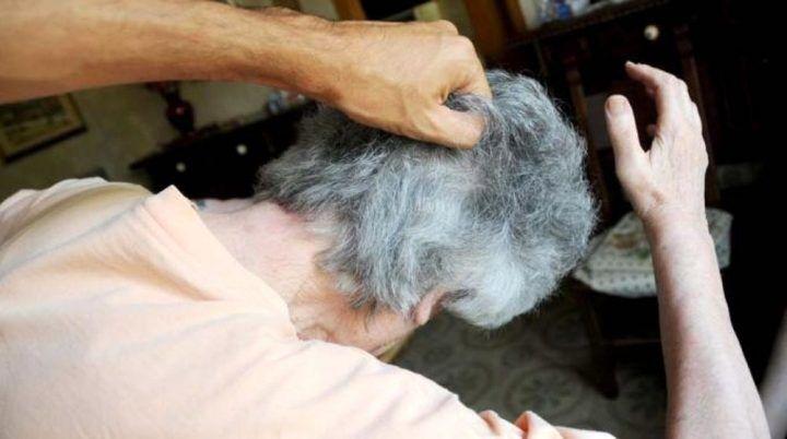 """""""Non voleva darmi i soldi"""", sfigura il volto della nonna con il minestrone bollente: arrestato 35enne"""