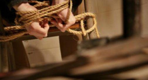 Incubo per una donna nel napoletano, imbavagliata e rapinata in casa da quattro banditi
