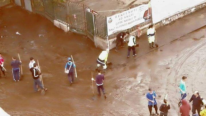 Maltempo devasta la Campania: strade invase dal fango, scuole chiuse oggi e domani