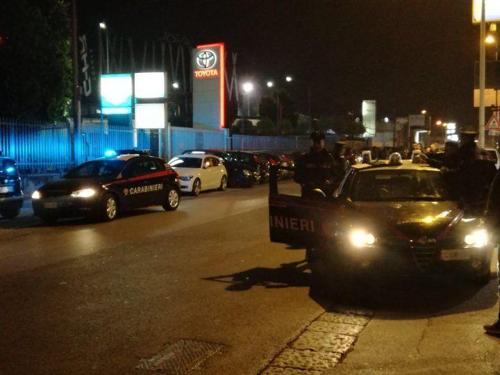"""Parcheggiatori abusivi all'esterno del """"Gioia"""": retata dei carabinieri. Tutte le foto"""
