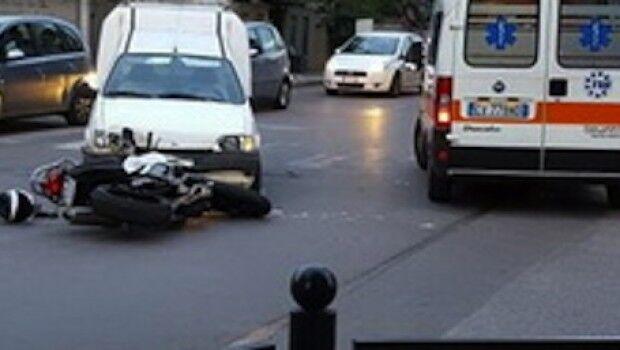 Dramma a Marcianise, si schianta contro un furgone: grave un centauro