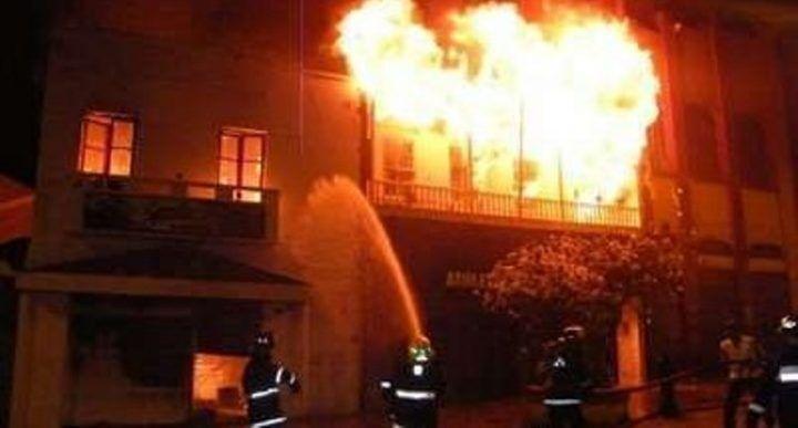 Fiamme in casa, moglie e marito muoiono bruciati vivi mentre dormono