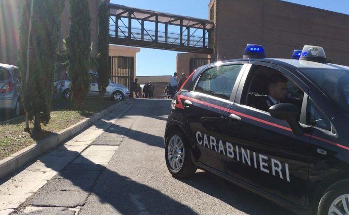 Giugliano, parcheggiatori abusivi: controlli dei carabinieri in zona cimitero