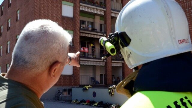 Choc nel casertano, figlia chiude la mamma fuori al balcone: donna salvata dai pompieri