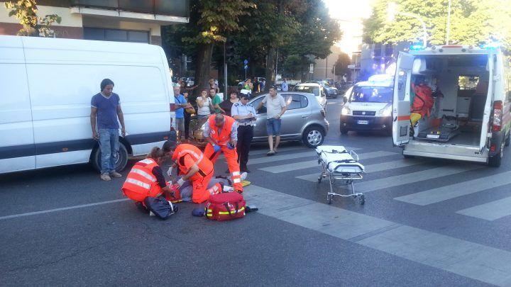 Napoli, 56enne travolto da uno scooter di Poste Italiane: è grave