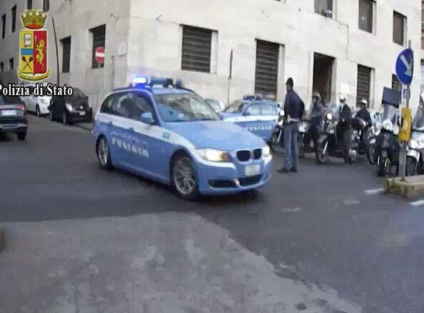 Napoli, pestaggio a poliziotto e moglie: presi gli autori della violenta aggressione