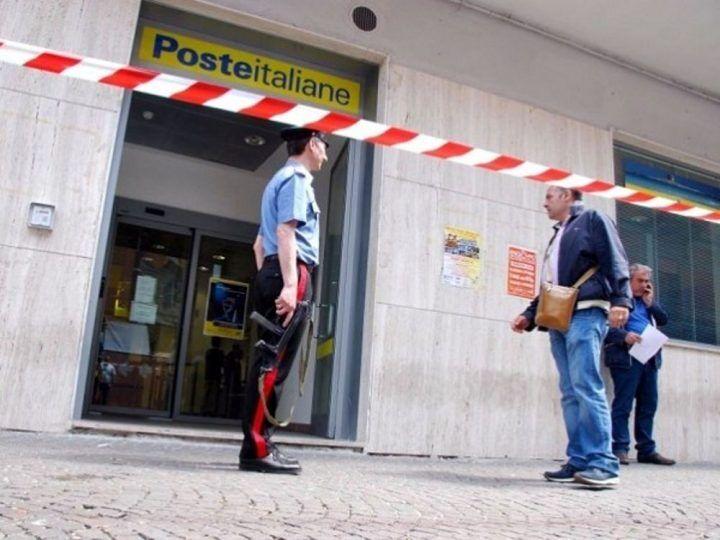 Rapina record alle Poste nel napoletano: commando armato porta via grosso bottino