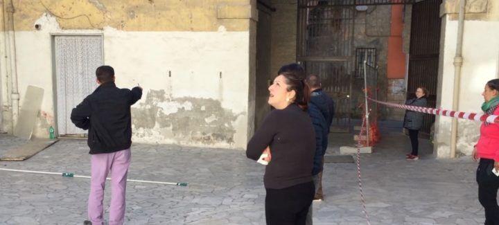 """Sant'Antimo, pericolo in pieno centro: """"Stamani un altro boato, abbiamo paura"""". VIDEO"""