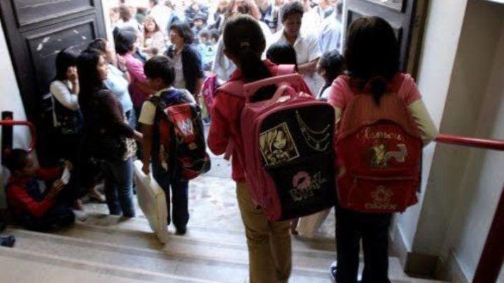 Milano, aspetta i bambini all'uscita della scuola e si masturba: arrestato maniaco