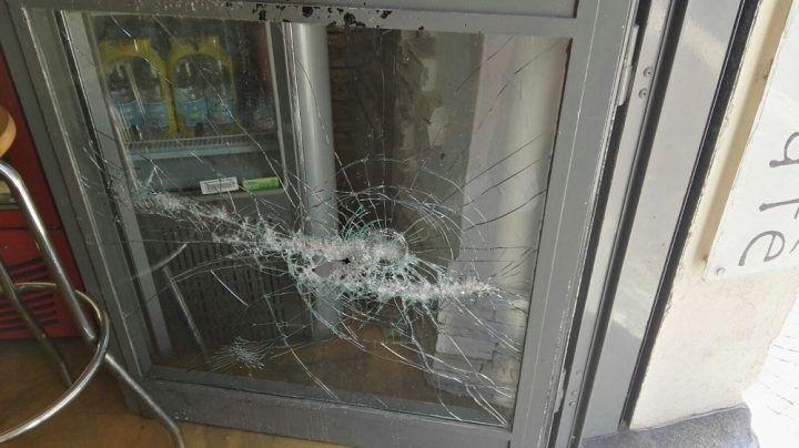 Aversa, sorpreso ladro mentre sfonda la vetrina di un noto bar: arrestato 43enne