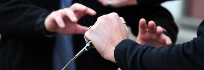 Lite per una donna contesa a Pontecagnano: 39enne accoltella il rivale