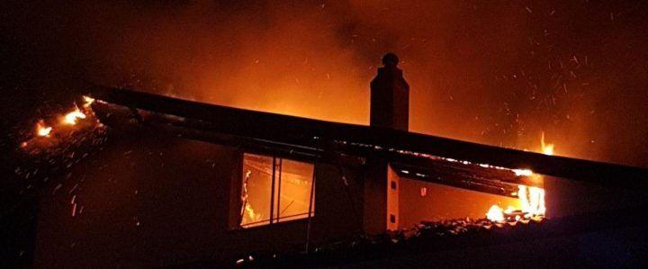 Paura in Campania: incendio divampa e distrugge una mansarda