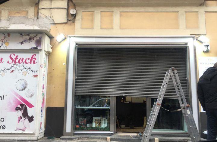 Giugliano, furto nella notte nella gioielleria di piazza Annunziata. FOTO