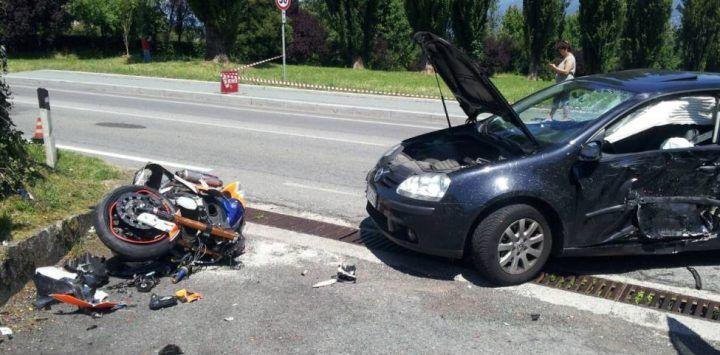 Auto contro moto a Torre del Greco: morto centauro 48enne