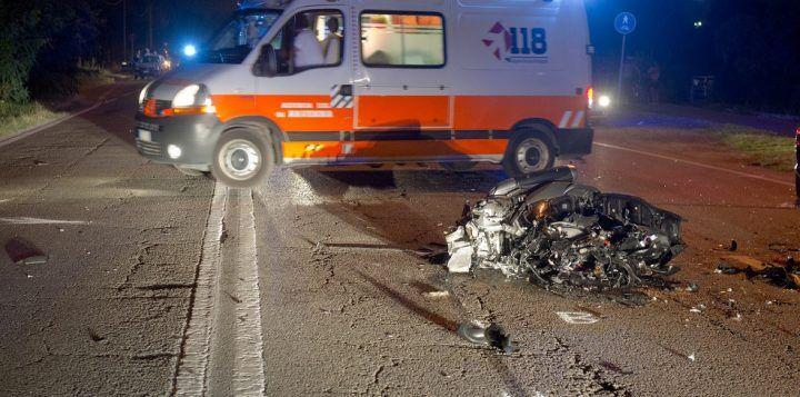 Tragico impatto nella  notte, muore un 17enne. Ha perso il controllo del motorino a Battipaglia