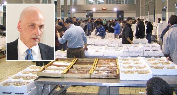 Scandalo mercato del pesce di Pozzuoli, indagato il sindaco Figliolia