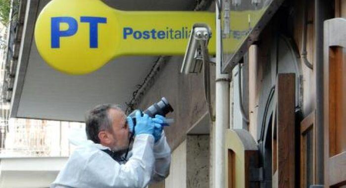 Rapina all'ufficio postale di Casoria: preso 31enne