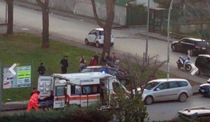 Paura a Santa Maria Capua Vetere, si schianta contro un albero: ferito automobilista