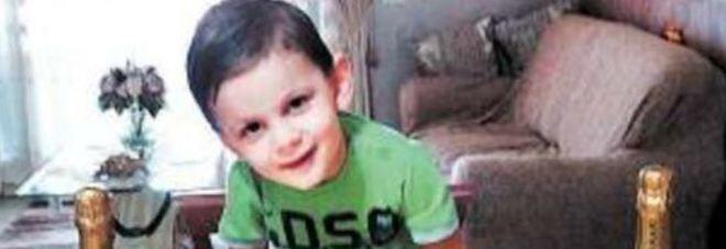 """""""Mi fa male la pancia"""", Cristian morto a 3 anni. Il commovente gesto della città per la famiglia"""