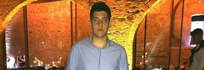 Era a casa con l'influenza: 17enne muore mentre è al telefono con un amico