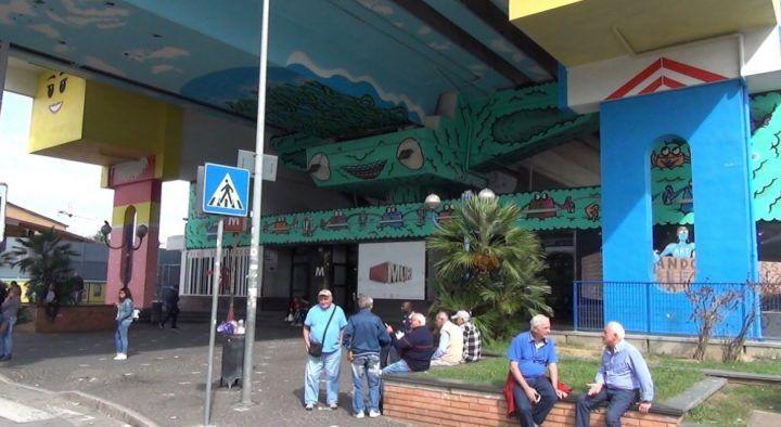 Arancia meccanica alla metro Chiaiano: 15enne pestato dal branco perde la milza