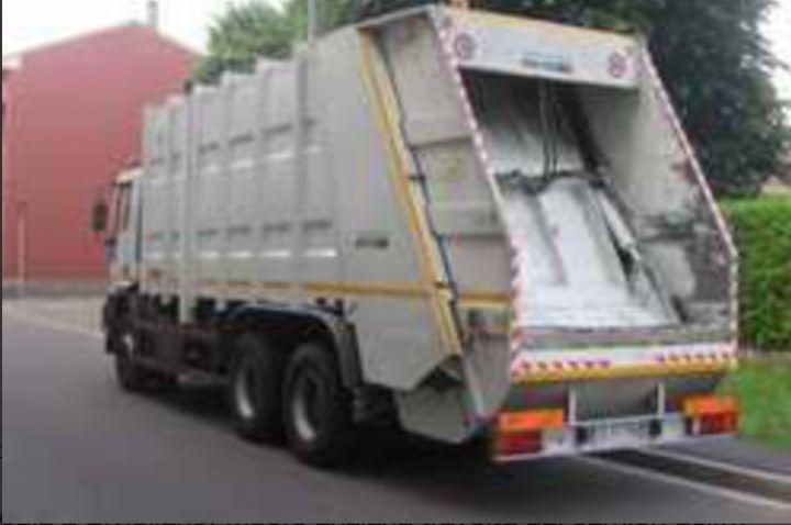Utilizza camion della ditta dei rifiuti per affari personali. Una denuncia dei carabinieri a Giugliano