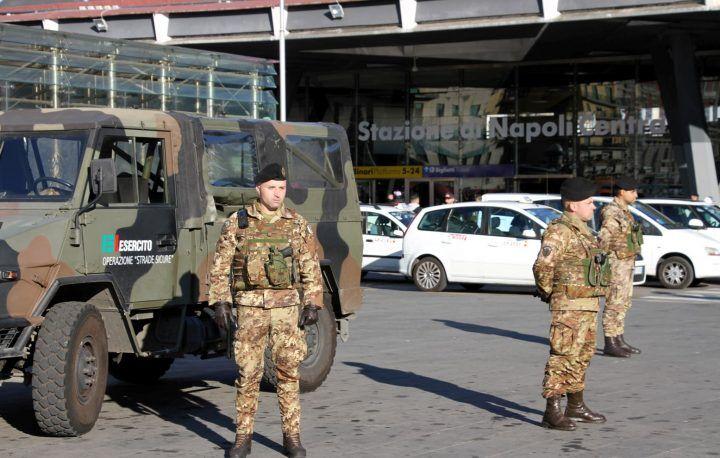 Paura tra i vicoli della stazione centrale, 20enne bloccato dall'Esercito