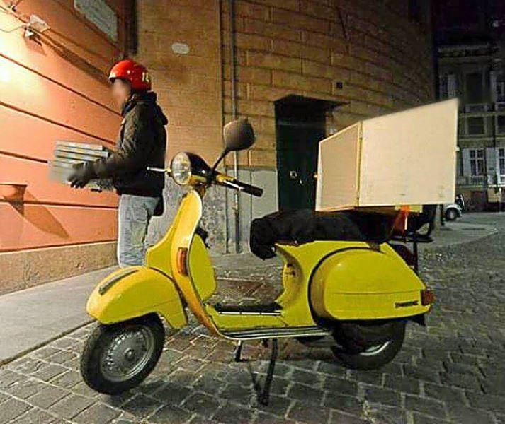 Napoli, fattorino col vizio delle rapine: arrestato dalla polizia