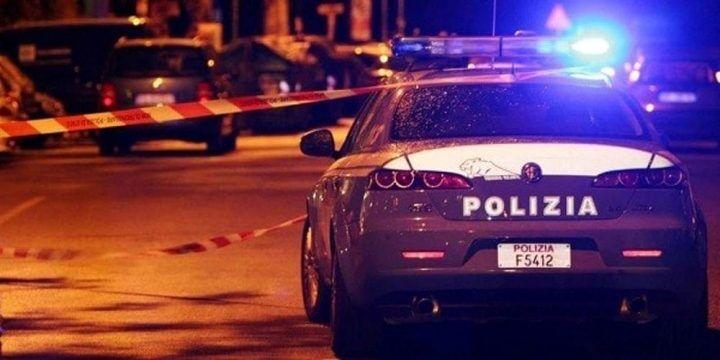 Agguato in strada a Napoli: donna uccisa con tre colpi al volto