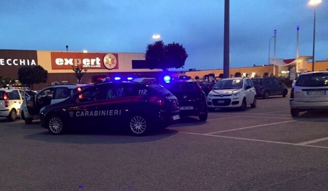 Giugliano, operazione dei carabinieri all'Auchan: arrestato villaricchese