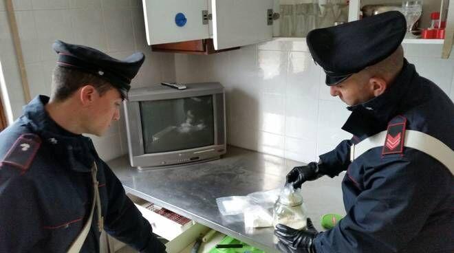 Aversa, gli controllano casa e lo arrestano: in manette 23enne