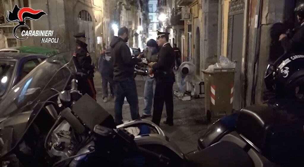 carabinieri blitz quartieri spagnoli pallonetto