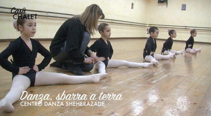 Danza, esercizi sbarra a terra al centro Sheherazade