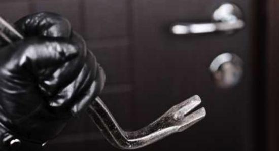 Agro Aversano, furti nelle case durante le feste: caccia a due auto sospette