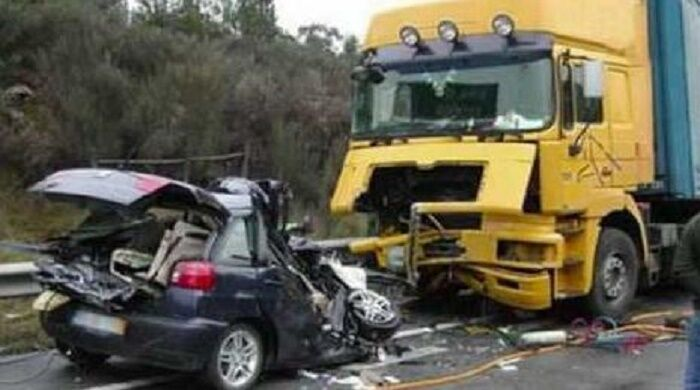 incidente auto camion