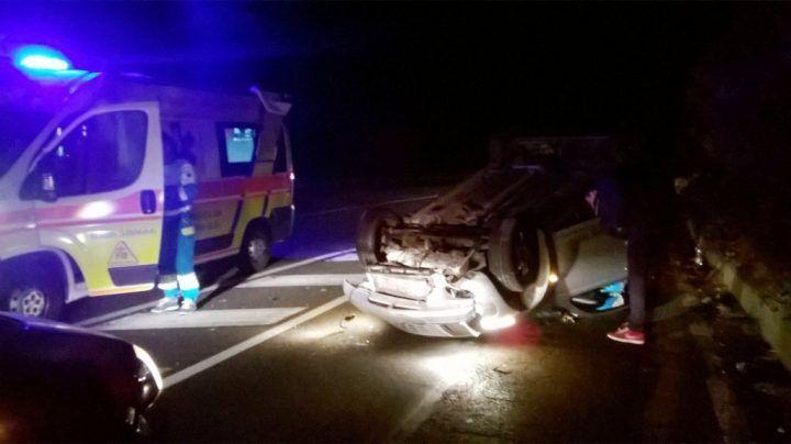 Grave incidente in Campania: si ribalta auto con quattro giovani a bordo