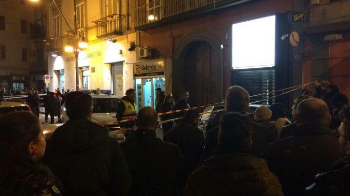 Napoli, rapina in gioiellieria: titolare reagisce e uccide uno dei malviventi