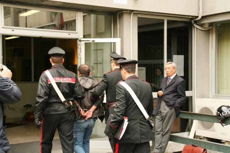 carabinieri arresti stazione caserta rapina