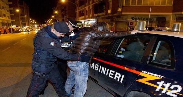 Controlli dei carabinieri all'Aranceto, due arresti per detenzione di droga