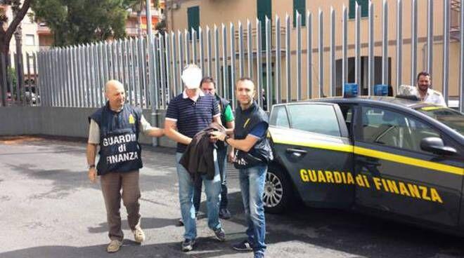 arresti guardia di finanza contrabbando di sigarette melito 29 marzo