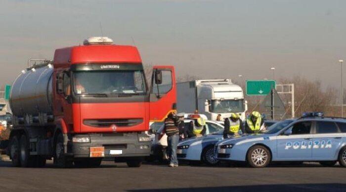 camionisti a processo pavia furti container