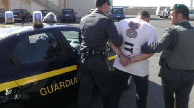 arresti guardia di finanza san cipriano d'aversa truffa inps 18 aprile
