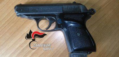 pistola scuola media frattamaggiore
