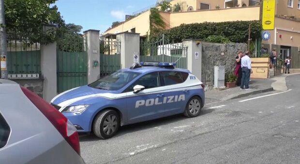 polizia arrestati ladri largo gerolomoni