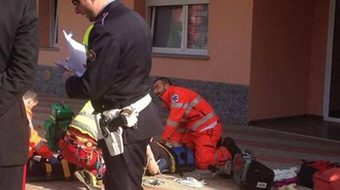 casagiove uomo cade dal balcone